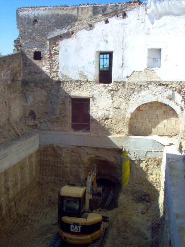 Consolidamento e ampliamento Museo del Vino Provincia di Chieti - Scavo all'interno delle paratie - Tollo (CH)
